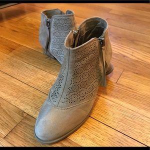 Girls Report booties Size 1